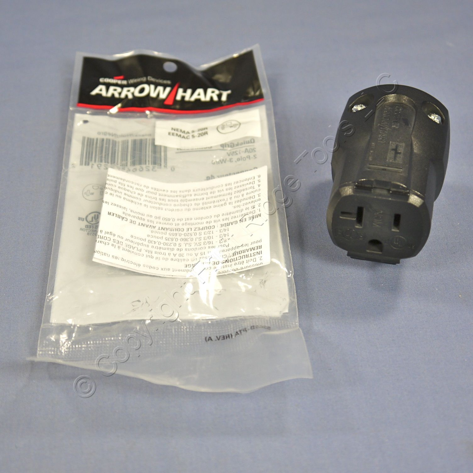 Cooper Arrow Hart Black QuickGrip Straight Connector 2P3W NEMA 5-20 20A 125V AH5369BK
