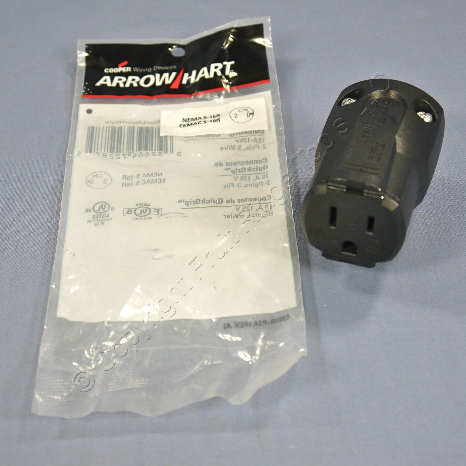 Cooper Arrow Hart Black QuickGrip Straight Blade Plug 2P3W NEMA 5-15 15A 125V AH5969BK