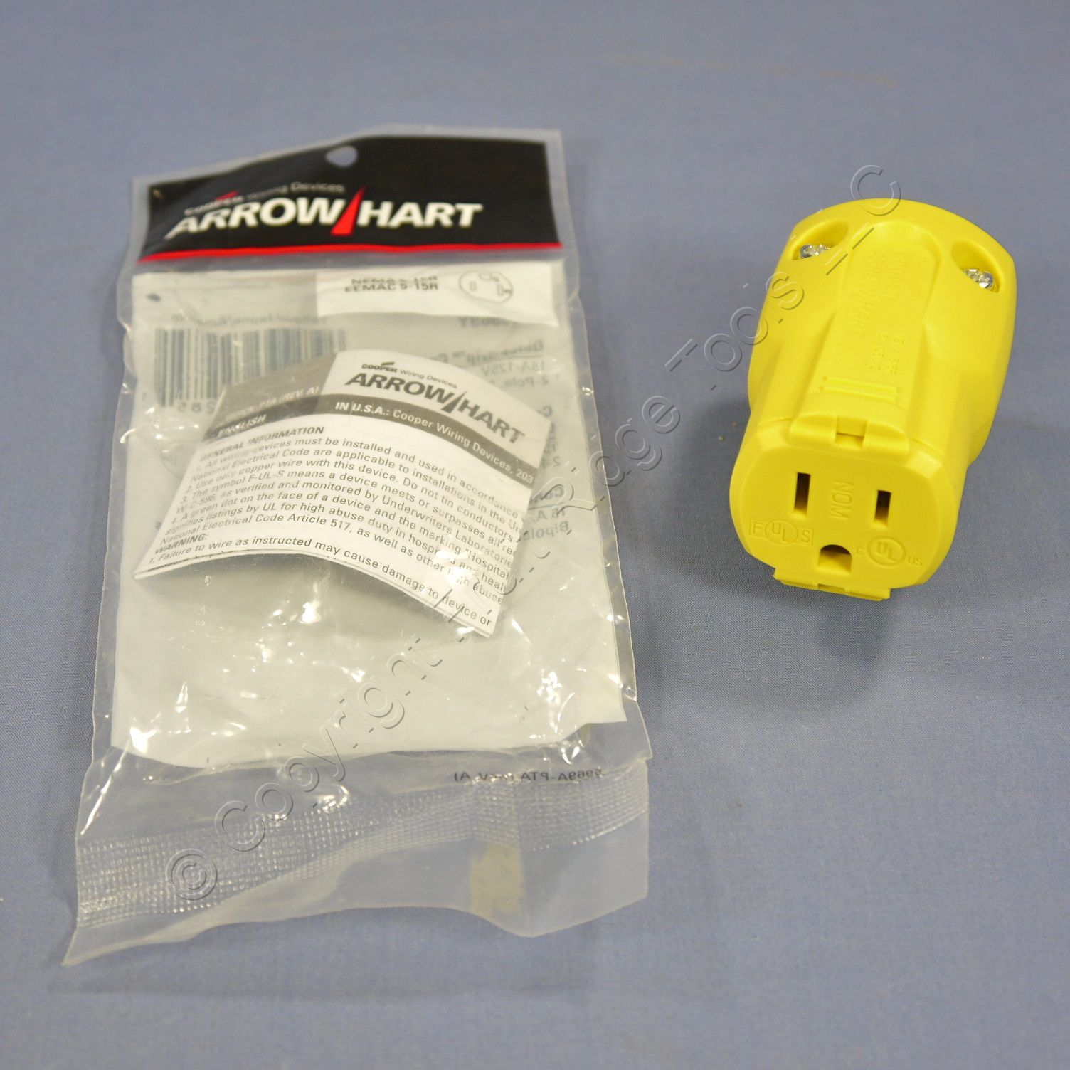 Cooper Arrow Hart Yellow QuickGrip Straight Blade Plug 2P3W NEMA 5-15 15A 125V AH5969Y